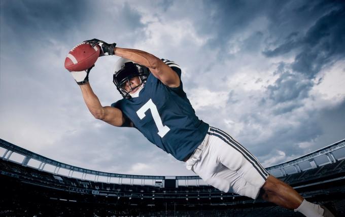 bigstock-American-Football-Player-Catch-68062900_d93b3edd1a39b3ac87267e772164b950