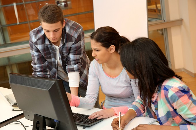 bigstock-Group-of-students-working-in-c-41142379_0f083e7f9ec1513931d8260793a92a7b