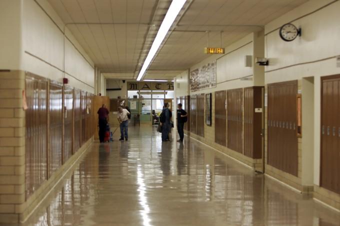 bigstock-High-School-Hallway-2391777_48807724e7190ffe13c5f45d5ca0fba8