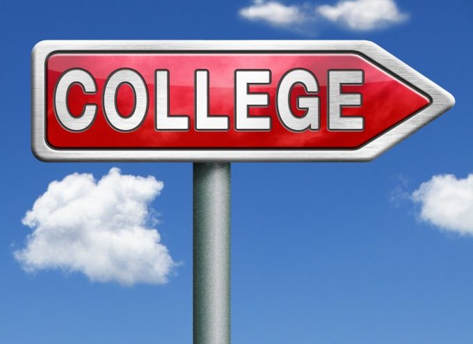 college sign_c9f9148470af393f7139b96e2f18147d